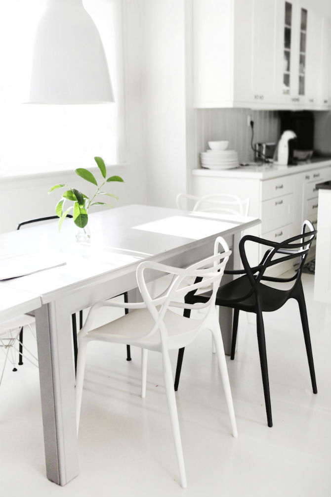 10 Modern Black and White Dining Room Sets That Will Inspire You (8) dining room sets 10 Modern Black and White Dining Room Sets That Will Inspire You 10 Modern Black and White Dining Room Sets That Will Inspire You 9