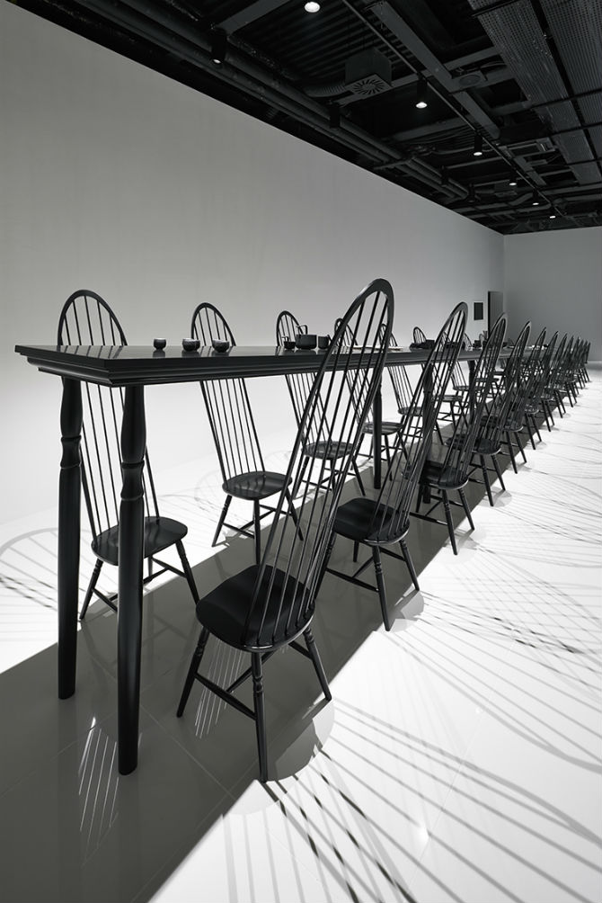 Nendo Studio Creates Optical Illusion with a Black Chair black chair Nendo Studio Creates Optical Illusion with a Black Chair Nendo Studio Creates Optical Illusion with Dining Room Furniture 2