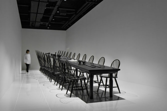 Nendo Studio Creates Optical Illusion with a Black Chair black chair Nendo Studio Creates Optical Illusion with a Black Chair Nendo Studio Creates Optical Illusion with Dining Room Furniture 4