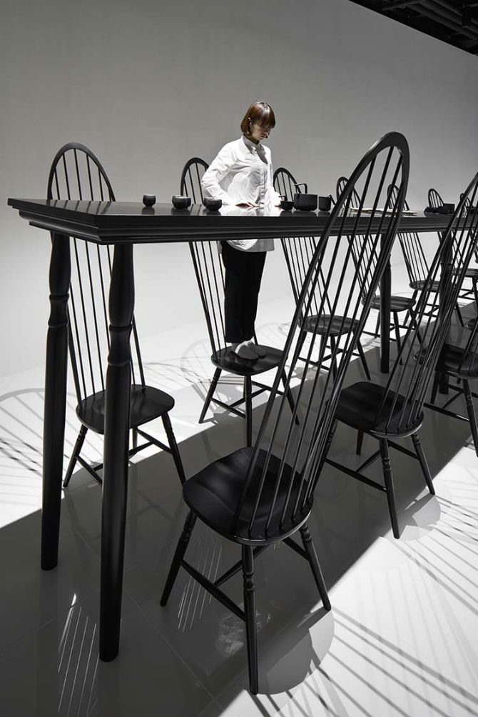 Nendo Studio Creates Optical Illusion with a Black Chair black chair Nendo Studio Creates Optical Illusion with a Black Chair Nendo Studio Creates Optical Illusion with Dining Room Furniture