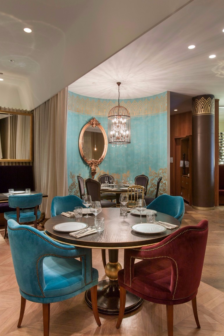 Amazing Dining Room Design Ideas You Will Want To Copy Next Season dining room design 10 Amazing Dining Room Design Ideas You Will Want To Copy Next Season Classic Meets Contemporary In These Incredible Dining Room Sets 4