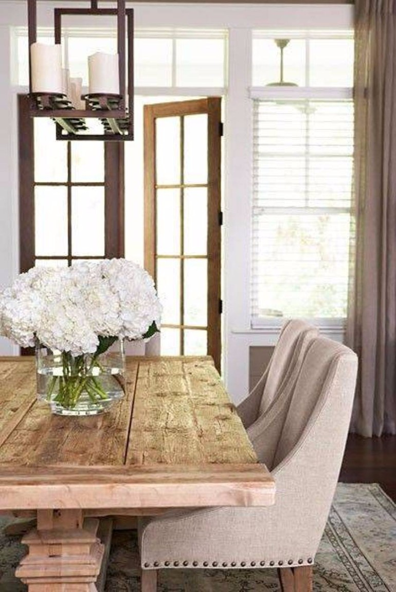 5 chic ways to decorate your dining room table dining for Ideas to decorate a dining room table