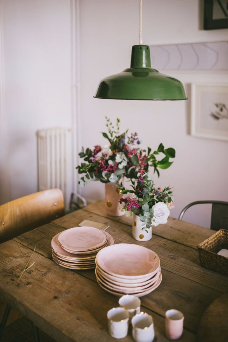 5 chic ways to decorate your dining room table dining - How to decorate a dining room ...