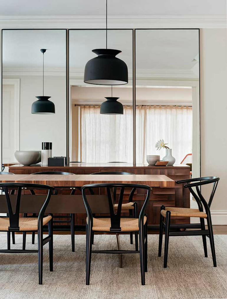 7 Dining Room Mirrors That Boost The Style Of Your Dining Room dining room mirrors 7 Dining Room Mirrors That Boost The Style Of Your Dining Room 7 Dining Room Mirrors That Boost The Style Of Your Dining Room 5