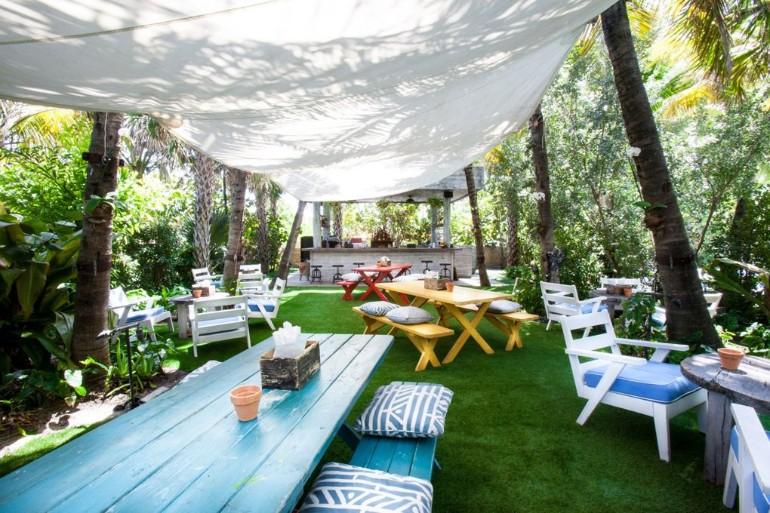 Top 10: Best Outdoor Dining Room Decor for Summer dining room decor Top 10: Best Outdoor Dining Room Decor for Summer Best Outdoor Dining Room D  cor for Summer5
